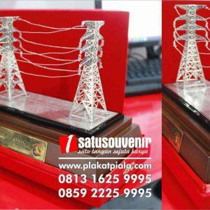 souvenir miniatur tower sutet pln