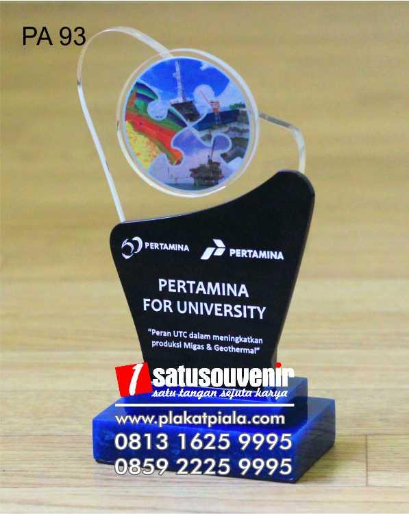 plakat akrilik pertamina for university